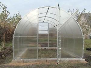 Строим арочную теплицу из поликарбоната